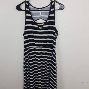 Xhilaration flowy dress Black and white stripe.